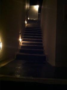 部屋とフロントをつなぐ階段