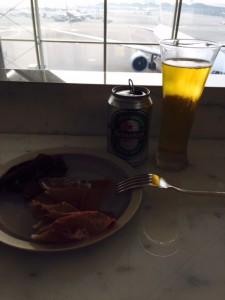 キャセイラウンジでビール