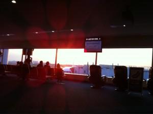 羽田空港は夕焼け。