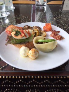 昼食のタパス料理