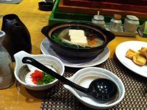 上海到着。蕎麦の紋兵衛で湯豆腐。