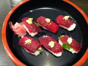 クジラ寿司。