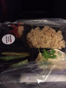 機内でラベルつもりで買った、海南チキンライス。