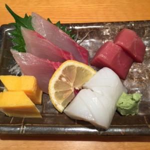 空港の寿司屋で。
