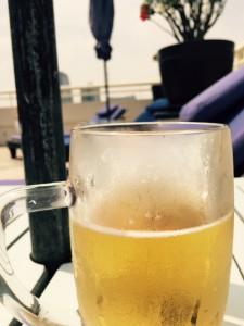 プールサイドビール