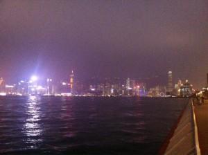 香港の家の前の夜景。
